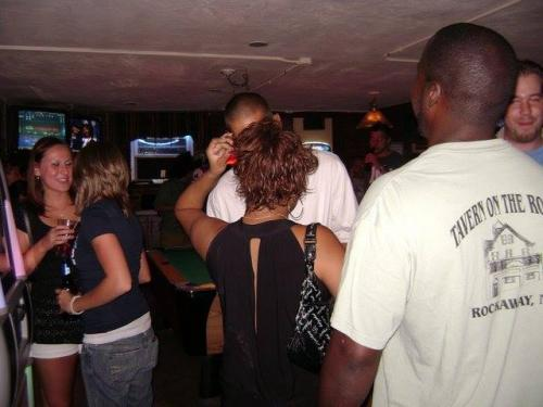 tavern-on-the-rocks-80s-night-03